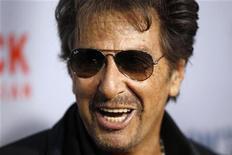 """<p>Al Pacino chega para a estreia do filme """"You Don't Know Jack"""", em Nova York. 14/04/2010 REUTERS/Lucas Jackson</p>"""