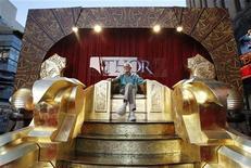 """<p>Сценарист и исполнительный продюссер Стэн Ли на премьере фильма """"Тор"""" в Голливуде, 2 мая 2011 года. Эпический приключенческий боевик """"Тор"""" второй уикенд подряд продолжает лидировать в североамериканском кинопрокате, а второе место неожиданно занял дебютант - комедия """"Подружки невесты"""". REUTERS/Mario Anzuoni</p>"""