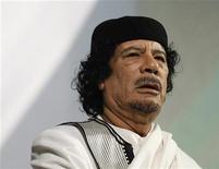 <p>Архивное фото ливийского лидера Муаммара Каддафи во время выступления в Риме 30 августа 2010 года. Прокурор Международного уголовного суда Луис Морено-Окампо попросил ордер на арест ливийского лидера Муаммара Каддафи, его сына Саифа аль-Ислама и главы разведслужбы Абдуллы аль-Сенусси. REUTERS/Max Rossi/Files</p>