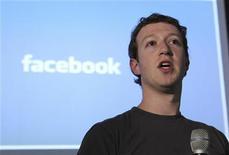<p>Mark Zuckerbeg, fondateur de Facebook, dont la présence est annoncée à Paris pour l'e-G8, qui réunira à Paris mardi et mercredi des chefs d'entreprise emblématiques du monde du web. /Photo d'archives/REUTERS/Norbert von der Groeben</p>