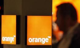 <p>Orange et Yoigo, respectivement troisième et quatrième opérateurs mobiles espagnols, devraient décrocher les licences mobiles de quatrième génération (4G) en l'absence d'offres rivales déposées en réponse à l'appel d'offres lancé par le gouvernement espagnol. /Photo d'archives/REUTERS/Eric Gaillard</p>