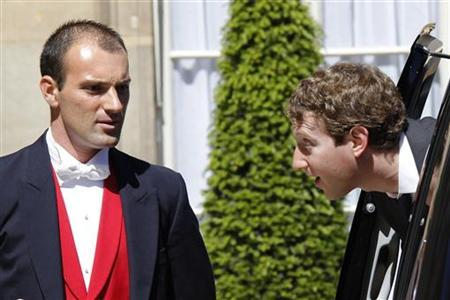 Facebook CEO Mark Zuckerberg arrives for a meeting at the Elysee Palace in Paris May 25, 2011. REUTERS/John Schults