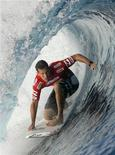 <p>Andy Irons of Hawaii rides a wave during the fourth round of the Billabong Pro surfing tournament on the legendary reef break in Tehaupoo, Tahiti, May 15, 2008. REUTERS/Joseba Etxaburu</p>