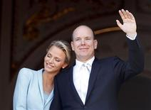 <p>Newlyweds Prince Albert II of Monaco waves as Princess Charlene rests her head on his shoulder as they stand on the Palace balcony after the civil wedding service in Monaco July 1, 2011. REUTERS/Eric Gaillard</p>