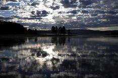 <p>The sunrise is reflected in the Yellowstone River in Yellowstone National Park, Wyoming, June 24, 2011. REUTERS/Jim Urquhart</p>