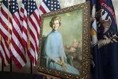 <p>Betty Ford, la esposa del difunto presidente estadounidense Gerald Ford, quien superó adicciones al alcohol y los medicamentos recetados y ayudó a fundar una clínica de rehabilitación que lleva su nombre, murió el viernes a los 93 años de edad. En la foto un retrato de Ford en el museo Gerald R. Ford ubicado en Grand Rapids, en el estado de Michigan, el 9 de julio del 2011. REUTERS/Rebecca Cook (ESTADOS UNIDOS)</p>