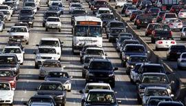<p>Vehicles are seen during rush hour on the 405 freeway in Los Angeles, California October 3, 2007. REUTERS/Lucy Nicholson</p>