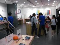 <p>A fake Apple Store in Kunming, China, in a recent photo. REUTERS/Courtesy of BirdAbroad</p>