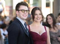"<p>Cast members Chris Evans (L) and Hayley Atwell pose as they arrive at the ""Captain America: The First Avenger"" film premiere in Hollywood, California July 19, 2011. REUTERS/Jason Redmond</p>"
