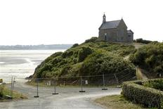<p>A view of the Saint-Maurice beach where most of dead wild boars were found and which has been closed to the public in Morieux, northern Brittany, August 2, 2011. REUTERS/Benoit Tessier</p>