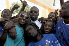 <p>Grammy-award winning musician Wyclef Jean (C) stands with members of an amputee soccer team composed of Project Medishare patients during a ribbon cutting ceremony in Port-au-Prince May 20, 2011. REUTERS/Swoan Parker</p>
