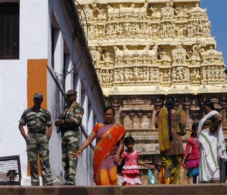 Hindu devotees visit the Sree Padmanabhaswamy temple in Kerala July 30, 2011, as commandos guard perhaps one of the world's greatest treasures to surface in recent times. REUTERS/James Pomfret/Files
