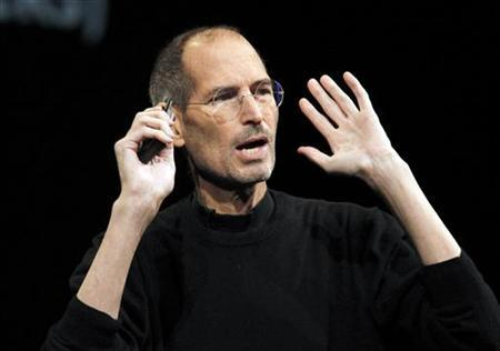 Steve Jobs takes the stage to discuss the iCloud service at the Apple Worldwide Developers Conference in San Francisco June 6, 2011. REUTERS/Beck Diefenbach