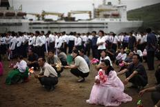 <p>Local residents attend the departure ceremony of a cruise ship with visitors in the North Korean especial economic zone of Razon, northeast of Pyongyang August 30, 2011. REUTERS/Carlos Barria</p>