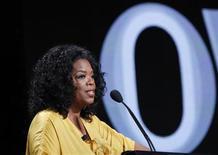 <p>La reina de los programas de entrevistas en Estados Unidos, Oprah Winfrey, realizará su primer chat en directo a través de Facebook el jueves 8 de septiembre. En la foto Oprah Winfrey habla durante una reunión de la empresa OWN, que preside, en Beverly Hills, en California, el 29 de julio del 2011. REUTERS/Mario Anzuoni (ESTADOS UNIDOS)</p>