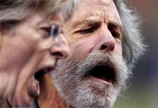 <p>Phil Lesh (L) and Bob Weir, bandmates of late Grateful Dead frontman Jerry Garcia, sing the national anthem before the MLB National League baseball game between the Chicago Cubs and San Francisco Giants on Jerry Garcia tribute night in San Francisco, California August 9, 2010. REUTERS/Robert Galbraith</p>