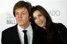 """<p>Former Beatle Paul McCartney and his fiancee, New York heiress Nancy Shevell, arrive for the world premiere of his ballet """"Ocean's Kingdom"""" in New York September 22, 2011. REUTERS/Kena Betancur</p>"""