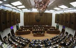 <p>Members of the Slovak Parliament vote on the euro zone rescue fund in Bratislava, October 13, 2011. REUTERS/Petr Josek</p>
