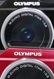 <p>Le FBI (Federal Bureau of Investigation) américain a ouvert une enquête sur le versement par Olympus d'honoraires inhabituellement élevés à des conseillers financiers lors de l'acquisition du fabricant britannique d'équipements médicaux Gyrus, rapporte lundi le New York Times. /Photo prise le 20 octobre 2011/REUTERS/Kim Kyung-Hoon</p>