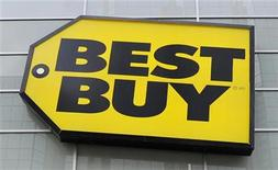 <p>Best Buy logo is seen at a Best Buy store in Toronto in this April 19, 2011 file photo. REUTERS/Mark Blinch/Files</p>