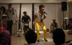 <p>Alsarah, a member of the hip-hop troupe FEW Collective, performs during a concert organized by the U.S. embassy in Islamabad November 14, 2011. REUTERS/Faisal Mahmood</p>
