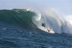 <p>Hawaiian Greg Long surfs to win The Quiksilver In Memory Of Eddie Aikau big-wave surfing contest in this 2009 handout picture. REUTERS/Quiksilver/Handout</p>