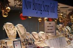 <p>A jewellery store on the Upper East Side of Manhattan displays a sign soliciting customers to sell their valuables in New York, December 13, 2008. REUTERS/Nick Zieminski</p>