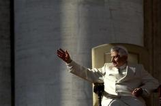 <p>Pope Benedict XVI waves as he leads his weekly audience in Saint Peter's Square at the Vatican November 16, 2011. REUTERS/Stefano Rellandini</p>