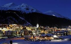 <p>A general view shows the Swiss mountain resort of Davos January 16, 2012. REUTERS/Arnd Wiegmann</p>