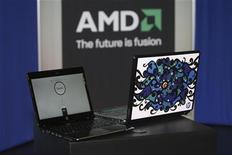 <p>Advanced Micro Devices (AMD) a annoncé un chiffre d'affaires en hausse de 2% au quatrième trimestre par rapport à la même période de 2010, à 1,69 milliard de dollars. Le fabricant américain de microprocesseurs prévoit un net recul de son chiffre d'affaires au premier trimestre, les fabricants de PC étant pénalisés par une pénurie de disques durs et par le ralentissement de l'économie. /Photo d'archives/REUTERS/Steve Marcus</p>