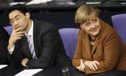<p>German Economy Minister Philipp Roesler (L) and Chancellor Angela Merkel attend a session of the lower house of parliament Bundestag in Berlin, January 19, 2012. REUTERS/Fabrizio Bensch</p>