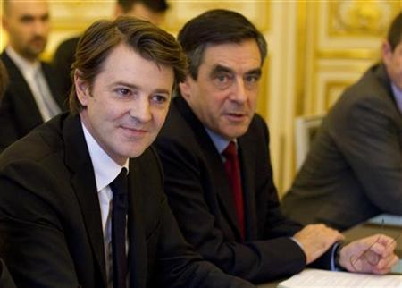 France's Finance and Economy Minister Francois Baroin (L) and Prime Minister Francois Fillon attend a ministers meeting at the Hotel Matignon in Paris January 30, 2012. REUTERS/Charles Platiau (FRANCE - Tags: POLITICS)