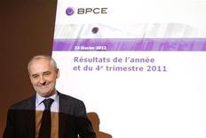 <p>Le titre Natixis figure vendredi parmi les valeurs à suivre à la Bourse de Paris. François Pérol, le président de BPCE, maison mère de NATIXIS, a déclaré que le groupe ne participerait pas à la deuxième opération de refinancement à trois ans de la Banque centrale européenne. /Photo prise le 23 février 2012/REUTERS/Benoît Tessier</p>