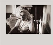 <p>Imagen de archivo de la actriz Marilyn Monroe en Alberta, Canadá en 1953. La actriz Marilyn Monroe fue seleccionada como el ícono del Festival de Cine de Cannes del 2012 que comenzará en mayo, casi 50 años después de su muerte ocurrida en agosto de 1962, dijeron el martes los organizadores. REUTERS/The Estate of John Vachon/Dover Publications, Inc/Handout Imagen para uso no comercial, ni ventas, ni archivos. Solo para uso editorial. No para su venta en marketing o campañas publicitarias. Esta imagen fue entregada por un tercero y es distribuida, exactamente como fue recibida por Reuters, como un servicio para clientes.</p>
