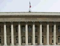 <p>A Paris, l'indice CAC 40 a terminé en hausse de 1,72% à 3.550,16 points, son plus haut de clôture depuis le début août 2011. Les Bourses européennes ont clôturé en forte hausse mardi, rassurées par de bons indicateurs économiques européen et américain ainsi que par le déclenchement sans drame des CDS, des instruments de protection contre le défaut de la Grèce. /Photo d'archives/REUTERS/Benoît Tessier</p>