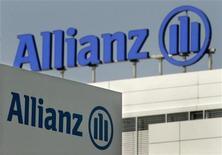 <p>Allianz, premier assureur européen, s'attend à une année 2012 difficile, alors que le groupe cherche à compenser l'impact de faibles taux d'intérêt sur ses placements par une amélioration des performances de ses activités d'assurances. /Photo d'archives/REUTERS/Alexandra Winkler</p>