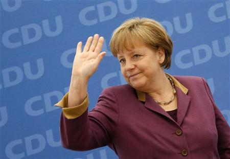 German Chancellor and Christian Democratic Union (CDU) party leader Angela Merkel waves before a party board meeting in Berlin, March 26, 2012. REUTERS/Fabrizio Bensch