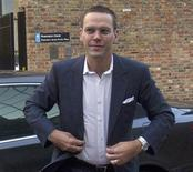 <p>James Murdoch a annoncé mardi sa démission de la présidence de BSkyB, espérant ainsi éviter à la première société de télévision payante britannique de subir les retombées de l'affaire des écoutes téléphoniques clandestines qui a affecté son actionnaire News Corp. /Photo prise le 29 février 2012/REUTERS/Olivia Harris</p>