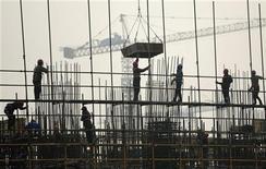 <p>Chantier à Hefei, dans la province d'Anhui. La croissance de la Chine a ralenti à son rythme le plus faible depuis près de trois ans au premier trimestre, à 8,1% en rythme annuel contre 8,9% au trimestre précédent. /Photo prise le 6 mars 2012/REUTERS</p>