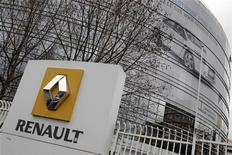 <p>Renault et le groupe chinois Dongfeng Motor Group ont signé un protocole d'accord sur la création d'une coentreprise dont la capacité de production sera de 200.000 à 300.000 véhicules. /Photo d'archives/REUTERS/Jacky Naegelen</p>