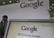 <p>Foto de archivo de un mostrador en las oficinas de Google en Hyderabad, India, feb 6 2012. La empresa de internet Google está preparando un servicio que permitirá a los consumidores almacenar fotos y otros contenidos en internet, dijo una fuente cercana al asunto. REUTERS/Krishnendu Halder</p>