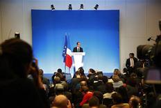 <p>François Hollande a salué mercredi les propos tenus par le président de la Banque centrale européenne, Mario Draghi, sur la nécessité d'un pacte de croissance, qui prouvent selon lui que ses idées cheminent au sein de l'Union européenne. /Photo prise le 25 avril 2012/REUTERS/Jacky Naegelen</p>