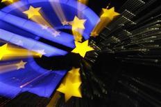 <p>La Banque centrale européenne (BCE) n'a pas modifié ses taux directeurs jeudi, décision sans surprise pour des observateurs qui se demandent surtout si l'institut d'émission est susceptible de reprendre ses achats d'obligations souveraines. Le taux de refinancement reste à 1,0%, le taux de facilité de dépôt à 0,25% et le taux de prêt marginal à 1,75%. /Photo d'archives/REUTERS/Alex Domanski</p>