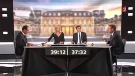 <p>François Hollande a été plus convaincant que Nicolas Sarkozy lors du débat d'entre-deux-tours, estiment 45% des sondés, 41% jugeant l'inverse, dans un sondage LH2 pour Yahoo publié jeudi. /Image diffusée le 2 mai 2012/REUTERS/France 2 Télévision/Handout</p>