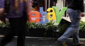 <p>La Cour de cassation a partiellement annulé jeudi une décision de cour d'appel ayant condamné le site eBay pour mise en vente de produits contrefaits du groupe LVMH. Elle a estimé que la cour d'appel n'avait pas justifié de sa compétence pour juger des faits touchant le site américain d'eBay mais elle a confirmé ses décisions concernant les sites français et britannique du spécialiste des enchères en ligne. /Photo d'archives/REUTERS/Tobias Schwarz</p>
