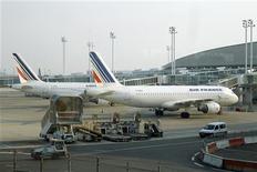 <p>Air France présente ce jeudi aux syndicats le projet de réorganisation de son activité, qui pourrait passer par une fusion de ses compagnies régionales, mais les réductions d'effectifs qui en découleront ne devraient pas être connues avant la fin juin. /Photo d'archives/REUTERS/Benoît Tessier</p>