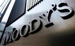 """<p>Moody's a abaissé de deux crans la note souveraine de Chypre, de """"Ba1"""" à """"Ba3"""", évoquant le risque d'une sortie de la Grèce de la zone euro et d'une position budgétaire déjà tendue. /Photo d'archives/REUTERS/Mike Segar</p>"""