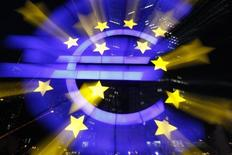 """<p>Dans le pacte de croissance pour l'Europe préparé par la France à l'adresse de ses partenaires, trois propositions paraissent saillantes : une union bancaire sous l'égide de la BCE, la création d'un fonds d'amortissement des dettes anciennes et le lancement des """"project bonds"""". /Photo d'archives/REUTERS/Alex Domanski</p>"""