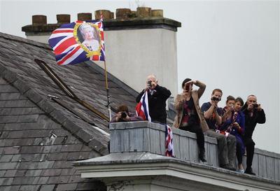 Queen meets ex-IRA chief