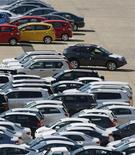 <p>Contrairement aux autres grands pays de la zone euro qui ont connu une baisse des ventes de voitures neuves le mois dernier, l'Allemagne a enregistré une progression de 3% de son marché automobile en juin. /Photo d'archives/REUTERS/Tim Wimborne</p>